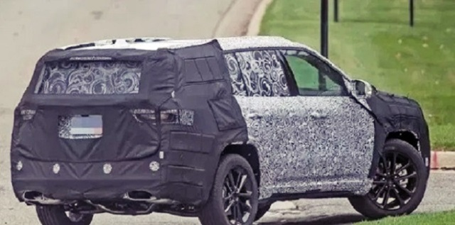 2021 Jeep Grand Cherokee spy shot rear